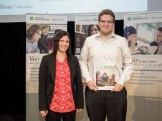 Boursier SAGE 2014 : Simon Voyer-Poitras pour résultats académiques en droit de l'environnement et implication en environnement. Le prix a été remis par la professeure Marie-Claude Desjardins, membre du SAGE.